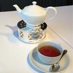 銀座 ハプスブルク・ファイルヒェン - 【アイリッシュドラム】アルコールは、それほど感じず香りと味が濃い紅茶。チョコレートと相性はバッチリ。