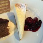 GINZA HABSBURG VEILCHEN - 【ケーゼトルテ】数量限定の特製チーズケーキ。             フンワリとした柔らかさとチーズケーキの濃厚さを兼ね備えた、優秀なケーキ。