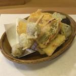 42824589 - 【揚げ物】ホタテ・穴子・シメジ・むかごの天ぷら。