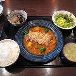 かわせみ - 鶏肉のパン粉チーズ焼きトマトソース¥920