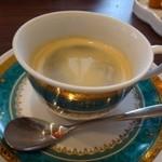 ビストロシュン - 珈琲・・こちらの珈琲、初めて頂いたときから気に入っていますが、程よい苦みとコクで美味しいのです。