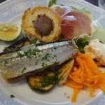 ビストロシュン - ◆秋刀魚のコンフィ、サラダ添え・・これだけお食事になるほどボリュームある品です。       こちらのご主人は以前からキップのいい方なのですけれどね。