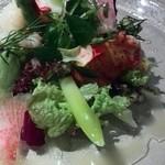 アルモニーアッシュ - カナダ産オマール海老とアスパラガスのサラダ仕立てカルダモン風味のウィネグレットで 酸味がアクセントのサラダですね (⌒‐⌒)