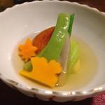 42841893 - 出汁香る朝倉冷菜。バターナッツ南瓜やバナナピーマンなど、珍しい野菜も。
