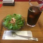 ピザレボ - ドリンク付きサラダは100円