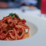 トラットリア トペ - シェフのおまかせパスタ ズワイガニとキノコのトマトソース スパゲティ☆