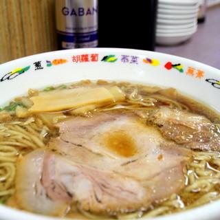 こだわりの自家製麺と背脂スープ