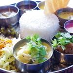 Spice&Dining KALA - 料理写真:ランチミールスにノンベジカレー2品