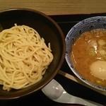 久臨 - 煮玉子入りつけ麺