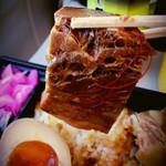 スカイショップ ゴジーキッサ - 角煮弁当の肉