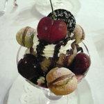 資生堂パーラー サロン・ド・カフェ - アメリカンチェリーとショコラのシューアラモードパフェ(\1,680-)