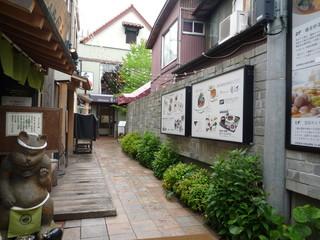 Patisserie 雪乃下  鎌倉本店 - ちょっと奥まったところにお店が見えます☆