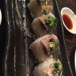 42851306 - 炙り秋刀魚の棒鮨