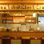 アロック インディアンレストラン - カウンター先は厨房