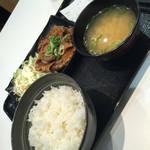 吉野家 京成船橋店 - ロース豚焼き定食十勝仕立て(^∇^)