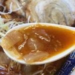 江ざわ - 豚ガラベースの清湯スープに醤油のカエシ。そこに自家製辣油のチューニング。