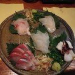地魚の店 うしお - 刺身盛り合わせ700円×2名分です。