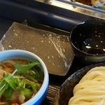 武蔵野うどん竹國 - 食べ放題(200円)にすると取り皿とお茶碗をもらえます。食べきれる量だけどうぞ