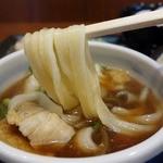 武蔵野うどん竹國 - ワイルドな風貌の麺に肉汁ツユがよく絡みます
