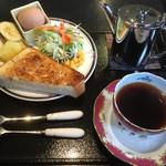梅田家 - 料理写真:梅田家ブレンドコーヒー450円とバタートーストセット