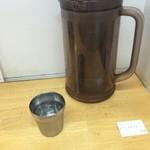 タンメンしゃきしゃき - カッコいいお水のカップ(お代わり付)