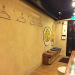 麺鮮醤油房 周月 - 店内