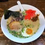 麺屋黒田 - 少し食べてから慌てて紅生姜&高菜をトッピング