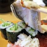 玄海寿司 本店 - 穴子をめくるとカッパ巻きがこんにちは
