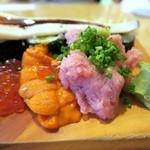 玄海寿司 本店 - かっぱ巻きの上に穴子・ねぎとろ・うに・いくら・カニ身を豪快に乗せました