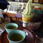お登勢茶屋 - 抹茶ソフトクリーム@230円