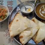 インド・ネパールレストラン ビハニ - ダル、チーズナン