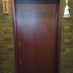 野口太郎 - ビルの三階にあるお店の入り口=店構え