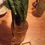 肉×ラクレットチーズ ポークチョップス - ニョキニョキっと野菜が生えてます!モリモリ緑の充実野菜ハイ