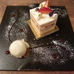 42885155 - ショートケーキ