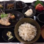 42886068 - わしんの晩ごはん御膳、メインは、鯛のあら炊き