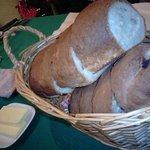 レストラン ママノエル - 手作りのふわふわのパン