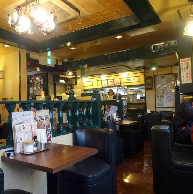 昔ながらの喫茶店友路有 - 年季の入った店内