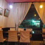 インディアン・レストラン Taz Mahal - 洋食屋さんチックで入りやすい内装
