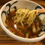 麺鮮醤油房 周月 - 辛味噌つけそば つけスープからの麺リフト〜(*^◯^*)