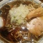 寛虎 - 黒醤油ラーメン(甘みがあり、凄く円やかな味)