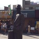 吉野家 - 虎さんの像