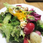 オー・ペシェ・グルマン - ポーチドエッグの入ったリヨン風サラダ