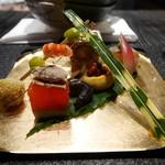42895882 - 八寸(菱蟹と大和真菜、三色串、焼き栗、鰻の燻製博多、焼鰤寿司、子持ち鮎南蛮煮)