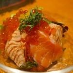 牡蠣と日本酒 四喜 - いくらたっぷり炙り&生サーモン サラダ