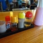 清吉そばや - テーブルの調味料