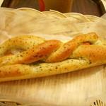 Mom's cafe FUJIYA  - バジル&ウィンナーのパン