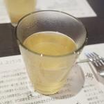 アーユルヴェーダ・カフェ ディデアン - ビュッフェの最初の1杯