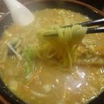 栄雅  - 黄色いもちもち麺