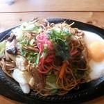 カフェ レスト ボーイ - すじ肉入り焼きそば大盛り♪(¥1000)