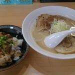 42903661 - 鶏白湯ちゃーしゅーめん+ちゃーしゅー丼